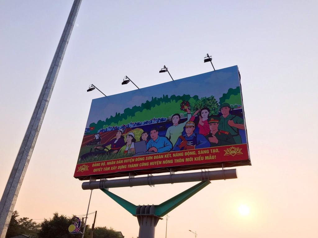 Huyện Đông Sơn đón bằng nông thôn mới pano 5