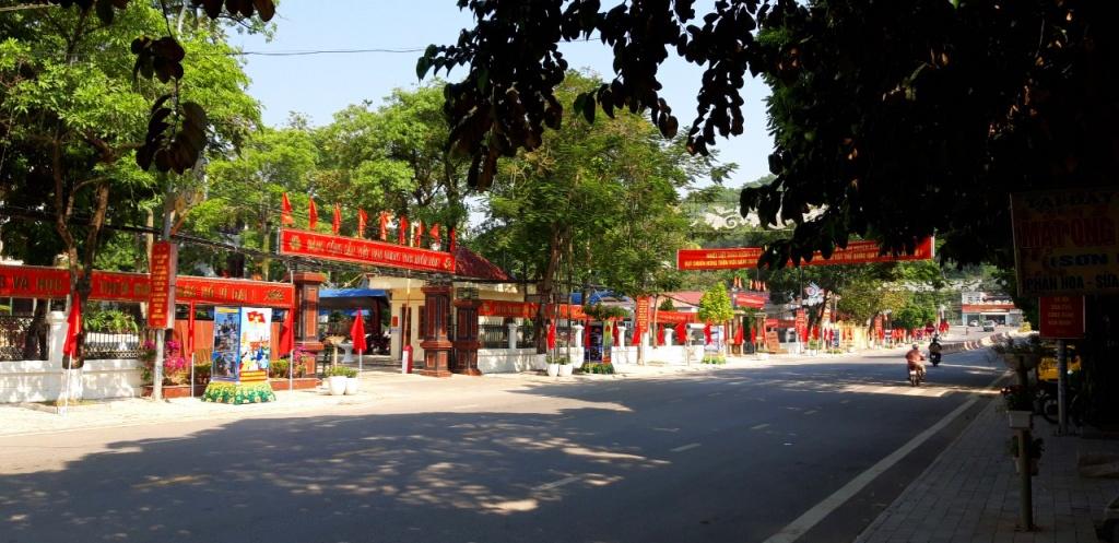 Huyện Đông Sơn đón bằng nông thôn mới cờ