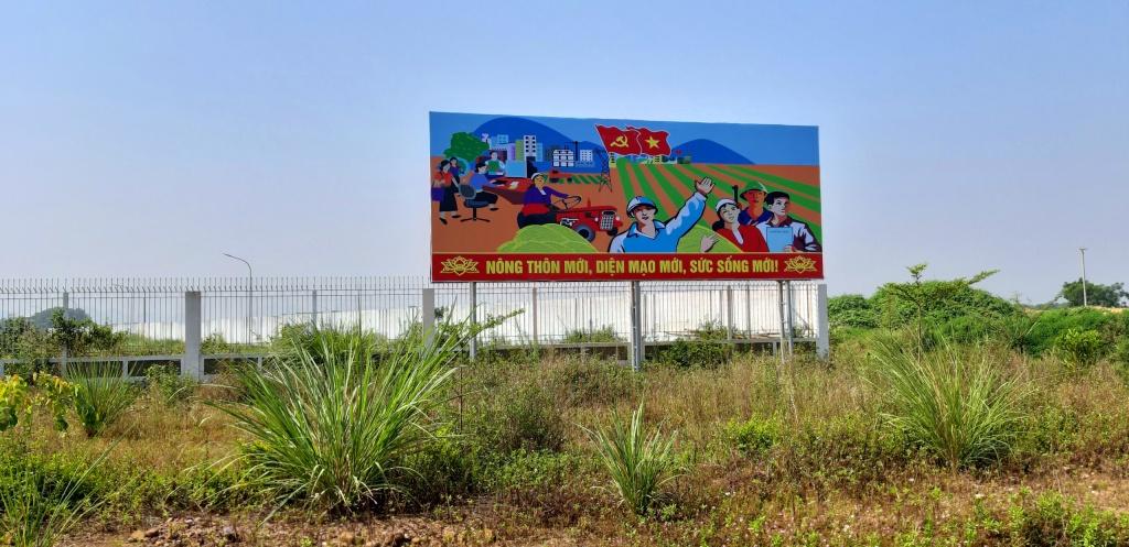 Huyện Đông Sơn đón bằng nông thôn mới pano 1