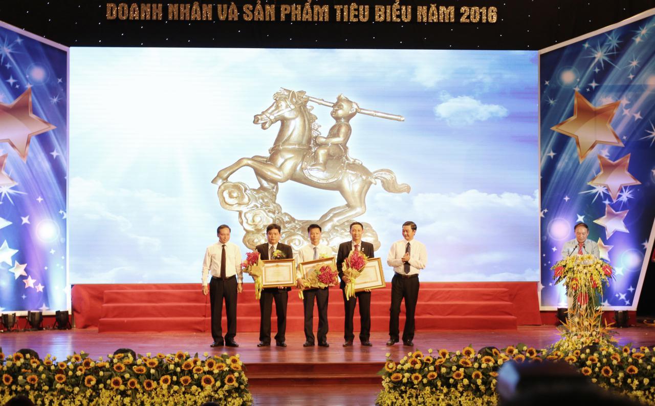 3 Doanh nhân được nhận Bằng khen của Thủ tướng Chính phủ vì đã có thành tích suất xắc trong công tác từ năm 2011 – 2015