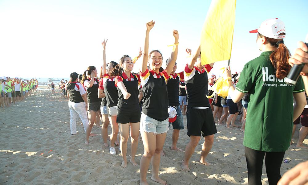 Hatuba tổ chức team building tại bãi biển Sầm Sơn