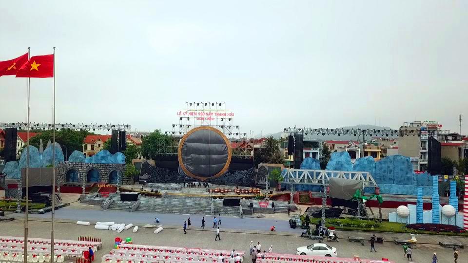 Quảng cáo tại quảng trường lam Sơn